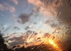 Couche de soleil sous averses