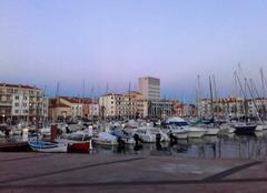 Aube sur port..