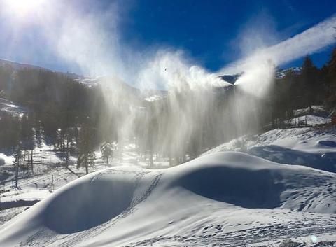 Enneigement du front de neige