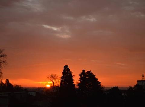 Aube et ciel rouge...