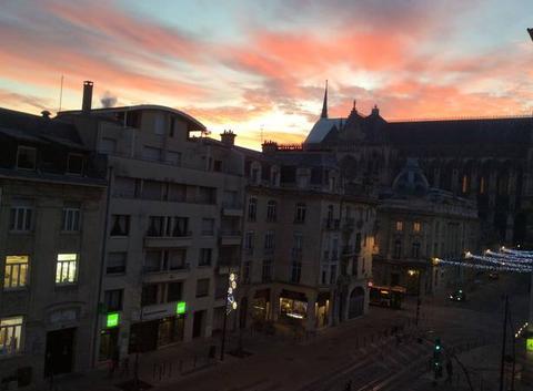 Ciel du matin sur cathédrale