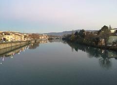 Depuis le Pont Vieux, les quais de l'Isère