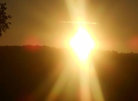 Coucher    du    soleil.....un    avion.....