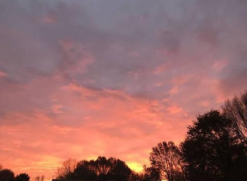 Ciel de feu au lever du jour