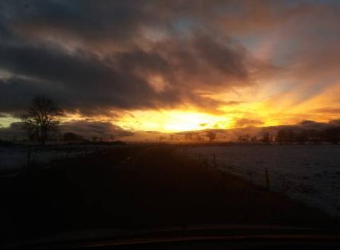 Neige et coucher de soleil dans le cantal 24 décembre