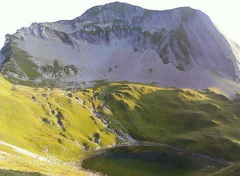 Le Mont Charvin et sont lac, Manigod