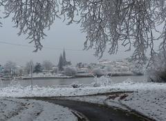 Basse-Indre, son église et le bac qui traverse la Loire