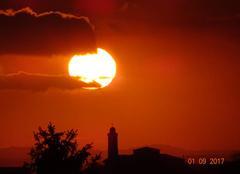 Coucher de soleil sur l'église de Saint Roman de Bellet