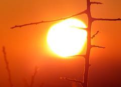 Ciel Plouneour-Menez 29410 Coucher de soleil en haut de la chapelle des monts d'Ar