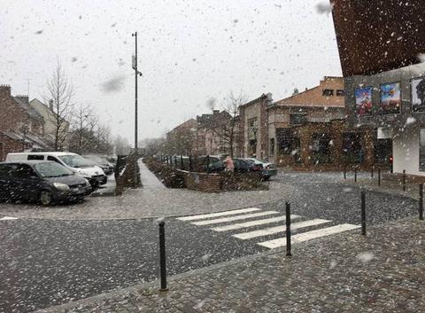 Neige sur les haut de France à roye 80
