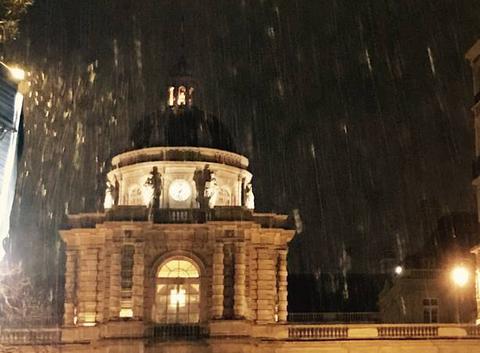 Il neige à paris