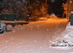 Neige Charbonnieres-les-Vieilles 63410 La neige ne s'arrête pas .