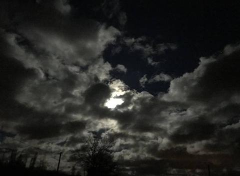 Nuages et lune