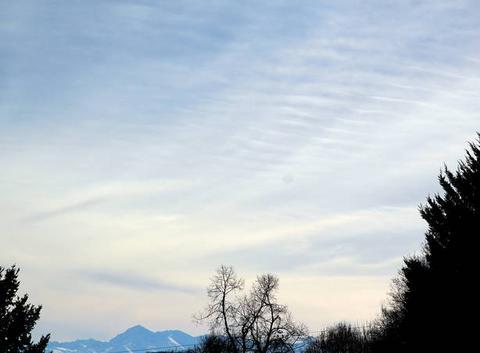 Petit air de HAARP sur St Lézer ce samedi 21 Janvier 2016 à 13 h 25.