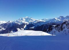Le Ciel Bleu autour du Mont Blanc