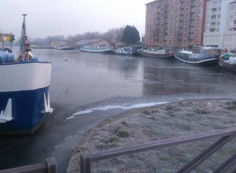 Le port de roanne gelée