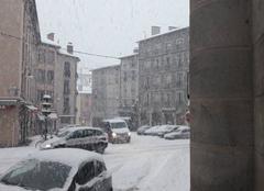 Neige Le Puy-en-Velay 43000 25 cms voir 30 cm pae endroit et ca continue
