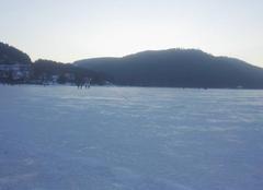 Lac de gerardmer gelé/ coucher de soleil
