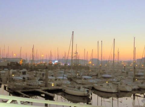 Matin froid sur le port de plaisance de PORT OLONNA