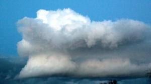 Nuage extraordinaire au dessus de St Lézer mercredi 8 Février à 18 h 50.