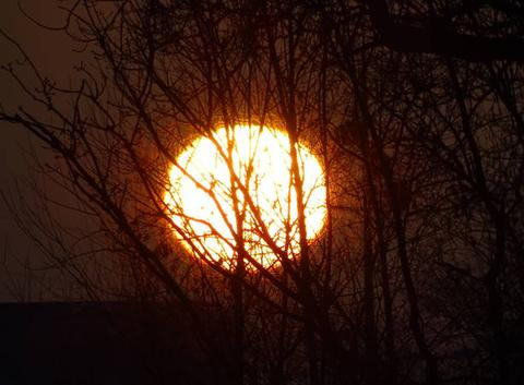 Soleil de 8 h 30 à Nantes.