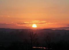 Ciel Vic-en-Bigorre 65500 Beau lever de Soleil à St Lézer ce Jeudi 09 Février 2017.