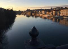 Soleil couchant sur les quais d'Isère