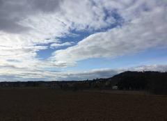 Coteaux moursois sous les nuages
