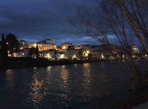 Crépuscule avec giboulées  sur les quais d'Isère - 18:40