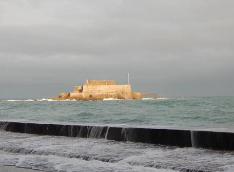 Éclaircie sur le Fort National de St Malo