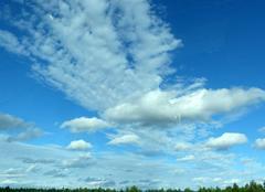 Juste quelques nuages pour embellir le ciel