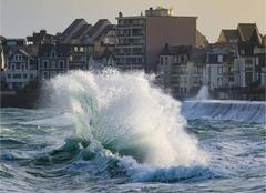 Vague sur Saint-Malo