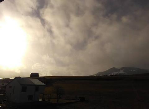 Lever du soleil après la neige
