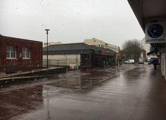 Centre-ville avec de la pluie et neige mêlées.