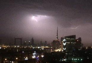 Ciel Dubai Dubai sous l'orage
