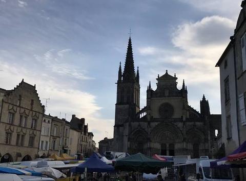 Marché de Bazas place de la cathédrale