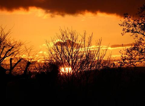 Coucher de soleil sur une journée orageuse