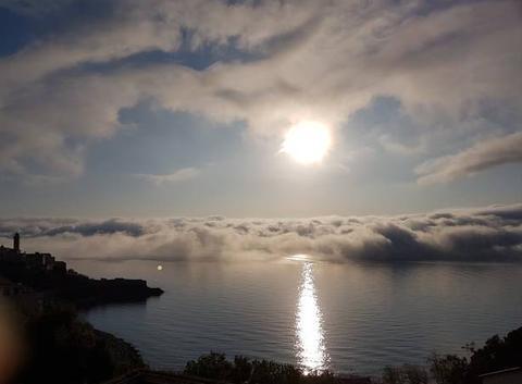 Les nuages arrivent de la mer