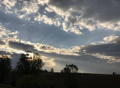 8h20 Percée lumineuse ... dans ce ciel nuageux , 10 degrés