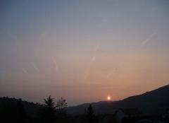 Ciel Satillieu 07290 Lever de soleil sur le village