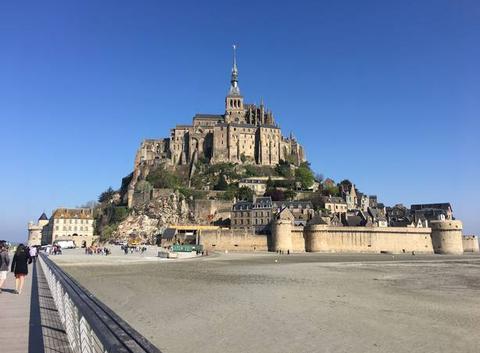 Grand soleil au Mont-Saint-Michel
