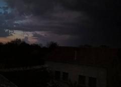 Orage Martiel 12200 Un orage a coté du coucher du soleil a Martiel aveyron
