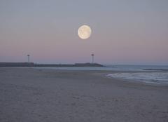 Mer Agde 34300 Lever de soleil sur la lune