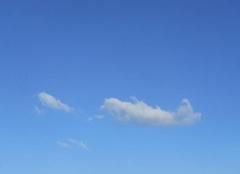 Vent Saint-Julien-de-Peyrolas 30760 Le  petit  nuage...subit  le  vent....