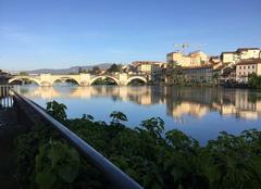 Ciel Romans-sur-Isere 26100 Quais d'Isère sous grand ciel bleu en cette fin d'après-midi