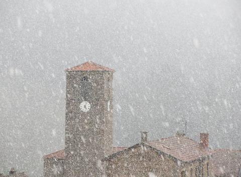 La neige s'invite en cette fin d'après-midi !