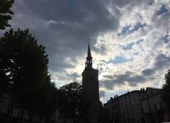 Nuages Romans-sur-Isere 26100 La Tour Jacquemart sous les nuages en début de soirée