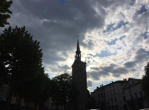 La Tour Jacquemart sous les nuages en début de soirée