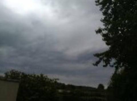 Nous avons un grand turbulences dans le ciel très nuageux