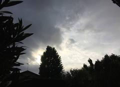 Nuages Mours-Saint-Eusebe 26540 Ciel menaçant au couchant en début de soirée